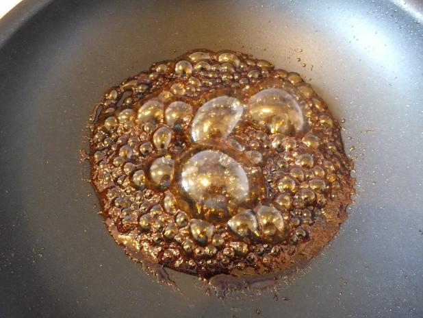 gula djawa siroop krijgt griezelig grote kleverige bubbels 618