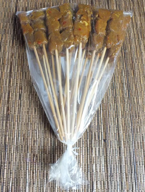sate alien tongue ongebruikte sateetjes in plastic zakje